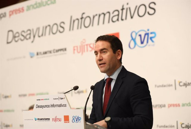 Teodoro García Egea presenta a Elías Bendodo en los Desayunos de Europa Press Andalucía