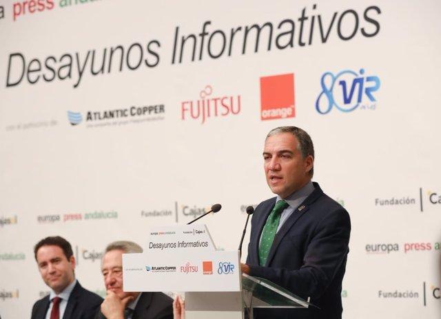 El consejero de la Presidencia de la Junta de Andalucía, Elías Bendodo, durante su intervención en los Desayunos de Europa Press Andalucía