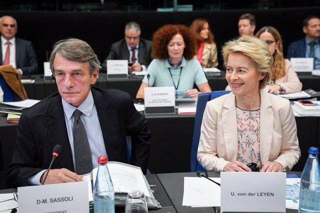 """UE.- La Eurocámara pide """"cuanto antes"""" el relevo de los tres candidatos a comisa"""