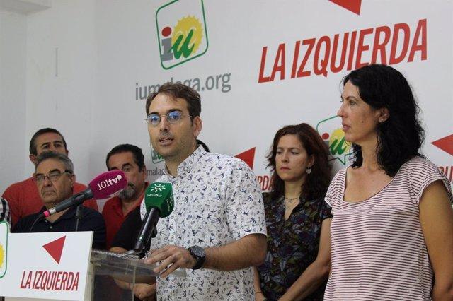 El coordinador regional de IU, Toni Valero, junto a Eva García Sempere