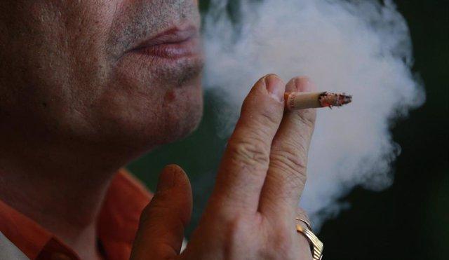 Fumador, fumant, cigarret, fum.