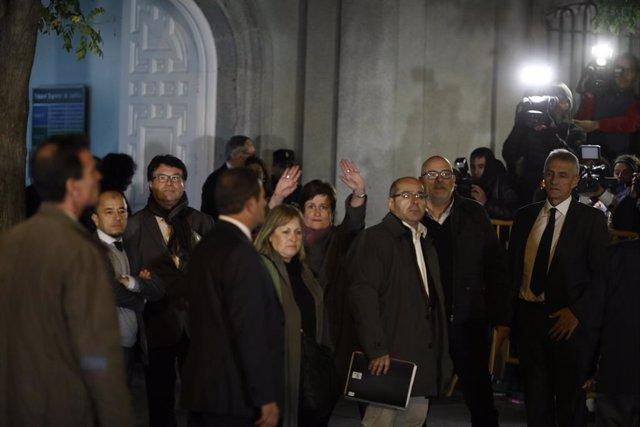 Els exmembres de la Mesa del Parlament Joan Josep Nuet, Ramona Barrufet, Lluís Corominas, Lluís Guinó i Anna Simó després de declarar al Tribunal Suprem