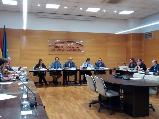 El conseller d'Interior, Miquel Buch, acompanyat del president del CCVOC, Ignasi Giménez, i l'alcaldessa de sabadell, Marta Farrés