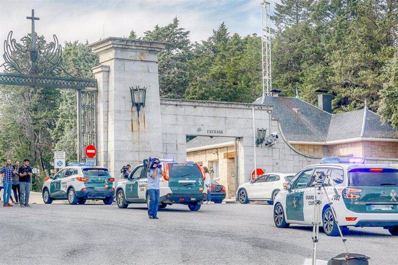 """Coches de la Guardia Civil entran en el Valle de los Caídos y visitantes alertan de """"enfrentamientos"""""""