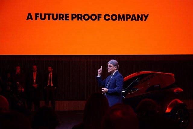 El presidente de Seat, Luca de Meo, durante una presentación en el Mobile World Congress (MWC)