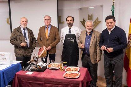 La literatura, el vino y el jamón se unen en la tradicional 'Cata de Libros, Vino y Jabugo' del OCIb en Huelva