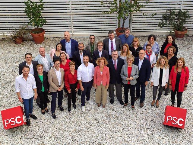 La presidenta del Congrés, Meritxell Batet, al costat dels membres de la candidatura del PSC a les eleccions generals per Barcelona.