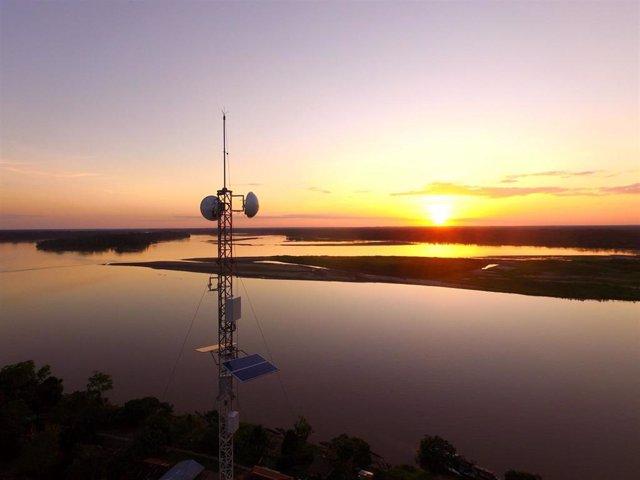 Telefónica instala antenas de telecomunicaciones para dar conectividad a zonas rurales remotas en el proyecto Internet para todos