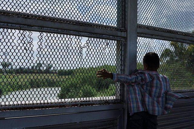 Un niño devuelto por EEUU a México mientras se estudia su solicitud de asilo en el país