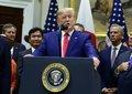 """Trump asegura que EEUU y China han alcanzado la """"primera fase"""" de un """"acuerdo sustancial"""""""