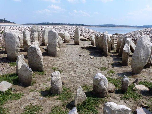 El dolmen de Guadalperal que ha quedado al decubierto en Valdecañas