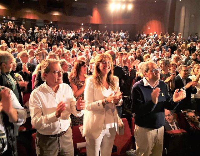 L'expresident de la Generalitat Artur Mas, la diputada Laura Borràs i el president Quim Torra a un acte de JxCat a Terrassa (Barcelona).