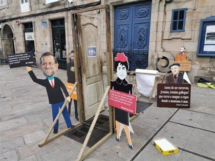 Un váter público colocado en Praza do Toural, en Santiago, reivindica la libertad de expresión frente a la 'Ley Mordaza'