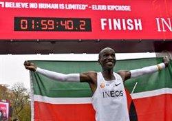 Kipchoge fa història en completar una marató en menys de dues hores (Herbert Neubauer/APA/dpa)