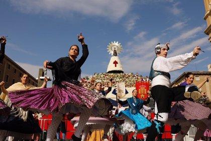 La Ofrenda de Flores a la Virgen del Pilar vuelve a batir récord de participación