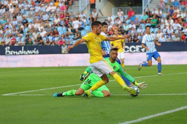 Fútbol/Segunda.- (Crónica) El Cádiz gana en La Rosaleda y se despega en el lider