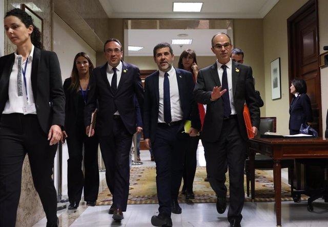 L'exconseller de Territori i Sostenibilitat de la Generalitat, Josep Rull; l'expresident d'ANC, Jordi Sànchez; i l'exconseller de Presidència, Jordi Turull, tots presos del procés, surten del Congrés dels Diputats