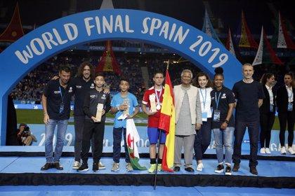 Pablo Reyes y Carla Abdón, máximo goleador y mejor portera de la Danone Nations Cup