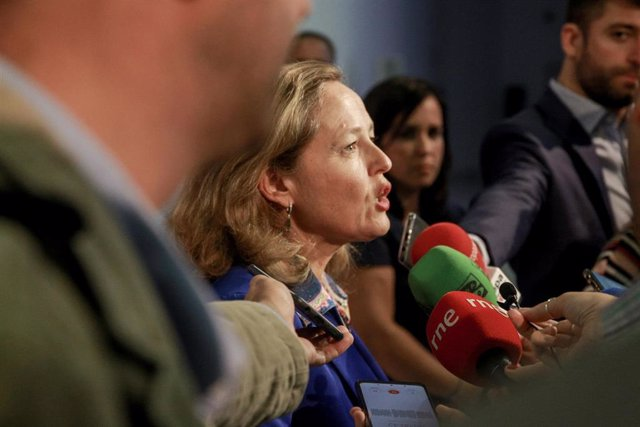 La ministra de Economía y Empresa, Nadia Calviño, ofrece declaraciones a los medios de comunicación durante la clausura el acto de presentación del programa 'Digital Future Society' en el Palacio Neptuno de Madrid (España), a 30 de septiembre de 2019.