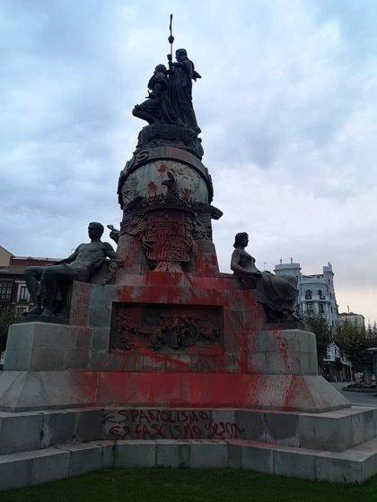 """Puente ve """"incomprensibles"""" las pintadas al monumento a Colón y espera que no quede dañado"""