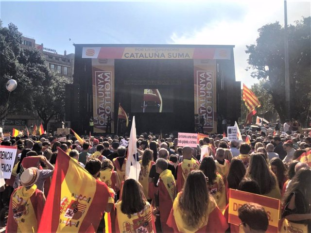 Manifestación en Barcelona por el 12 de Octubre y la Hispanidad, organizada por Cataluña Suma y Espanya i Catalans.