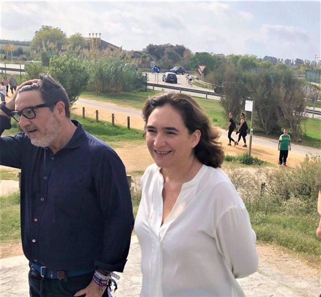 Lluís Mijoler (alcalde del Prat de Llobregat) i Ada Colau (alcaldessa de Barcelona) al Mirador de l'Aeroport de Barcelona.