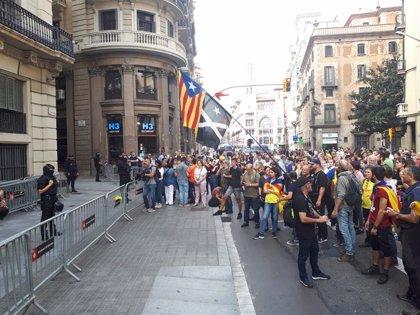 La marcha independentista en Barcelona para ante la Jefatura de la Policía Nacional
