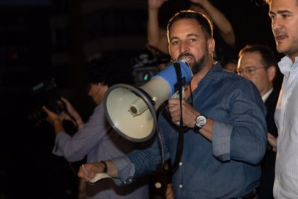 """(AMP) Abascal llama """"radical"""" a Sánchez por """"incitar al odio"""" y tacha de """"electoral"""" la exhumación de Franco"""