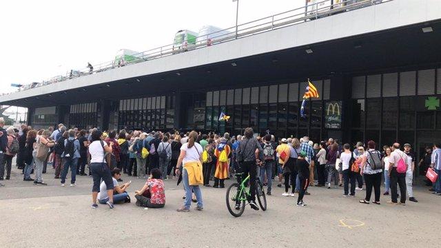 Protesta a l'estació de Sants contra la sentència.