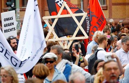 Miles de personas marchan contra el antisemitismo en Berlín tras el atentado contra la sinagoga de Halle