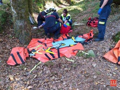 Evacuada tras caer desde dos metros en una ruta en Ucieda