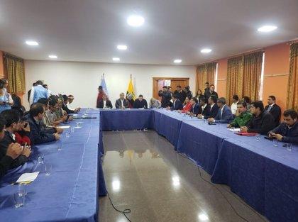 Comienza el diálogo entre los indígenas y el Gobierno ecuatoriano con una demora de más de dos horas