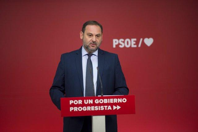 El secretari d'organització del PSOE i ministre de Foment en funcions, Jose Luis Ábalos fa una roda de premsa després de la reunió de la Comissió Executiva Federal del PSOE a Ferraz, Madrid, 19 de setembre del 2019.