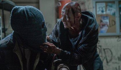 The Walking Dead 10x02 revela el grotesco nacimiento de la relación de Alpha y Beta