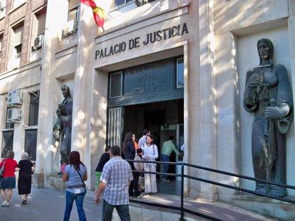 Aplazado para noviembre el juicio de los acusados por golpear y apuñalar a un joven en Lorca