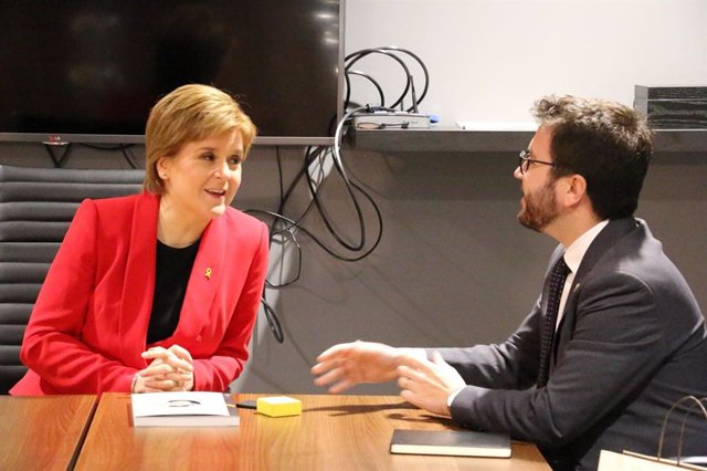 (ARXIU) Nicola Sturgeon i Pere Aragonès en una trobada