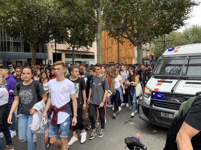 Unes 2.500 persones es concentren davant la Subdelegació del Govern a Lleida contra la sentència.