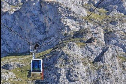 Cierra el teleférico de Fuente Dé por el fuerte viento en Liébana
