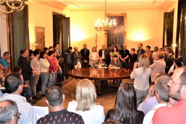 Els vicepresidents de la Diputació de Lleida, Jordi Latorre i Estefanía Rufach, llegeixen una declaració institucional contra la sentència del procés independentista