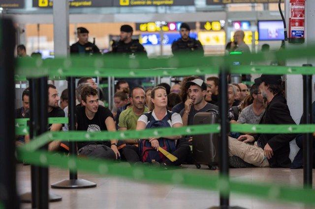 Bloqueig dels filtres de seguretat a l'Aeroport de Barcelona - El Prat.