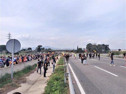 Siguen cortadas dos carreteras de acceso al Aeropuerto de Barcelona