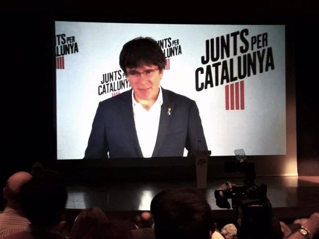 L'expresident de la Generalitat Carles Puigdemont intervé en un acte de JxCat a Terrassa (Barcelona).