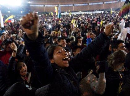 Los indígenas abandonan Quito tras el acuerdo con el Gobierno para derogar el polémico decreto 883