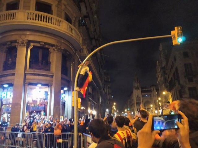 Manifestació de CDR contra la sentència en la Via Laietana de Barcelona