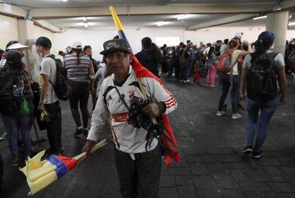 """Los indígenas piden que los precios del combustible y el transporte en Ecuador se normalicen """"a más tardar"""" este martes"""
