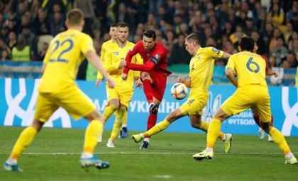 Ucrania sella su billete para la Eurocopa y mete en apuros a Portugal