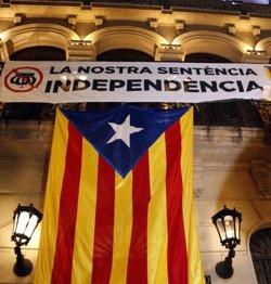 AMPLIACIÓ:Els Mossos carreguen contra els manifestants davant la subdelegació del govern espanyol a Lleida (ACN)