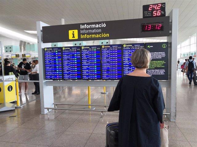 Usuria a la T1 de l'Aeroport de Barcelona