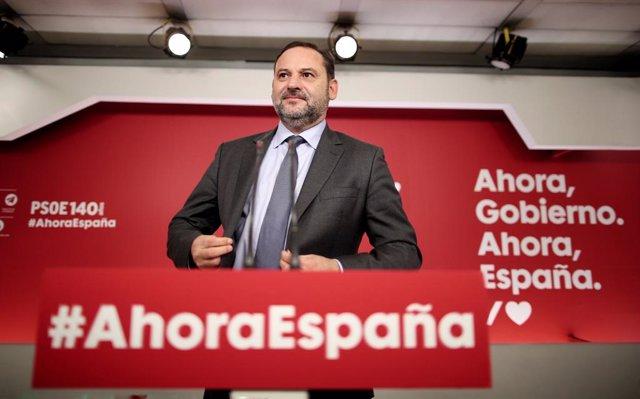 El secretari d'Organització del PSOE, José Luis Ábalos, ofereix una roda de premsa després de conèixer-se la sentència del Tribunal Suprem (TS) sobre el procés independentista de l'1-O, a la seu del Partit Socialista, Madrid (Espanya) a 14 d'octubre