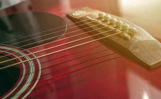 Una cuerda de nano-guitarra que toca por sí misma
